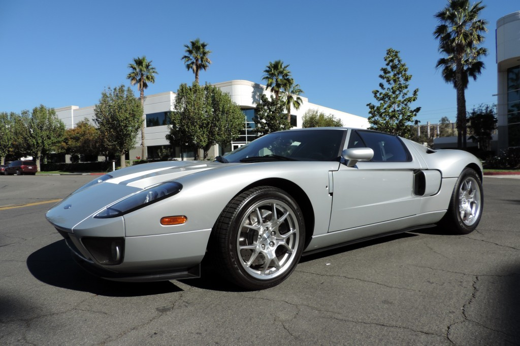 Ford GT with stripe delete